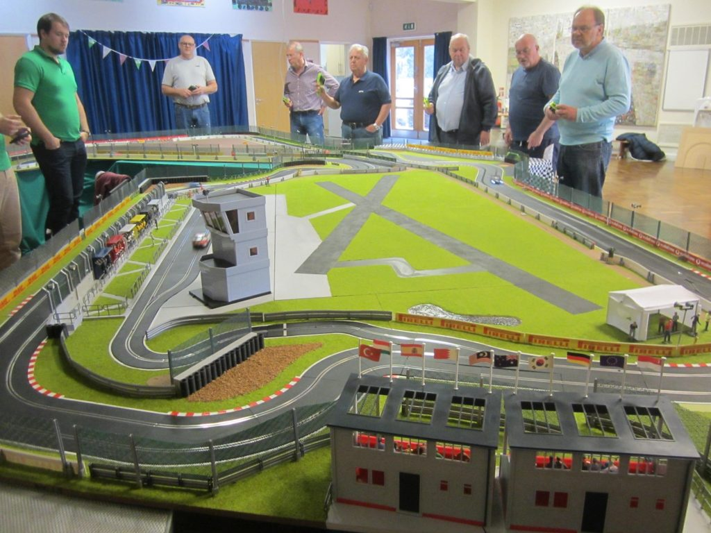 Another super race meeting at \'Silverstone\'! - Slot Track Scenics